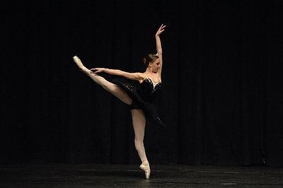 ballet dancers on stage - photo #4